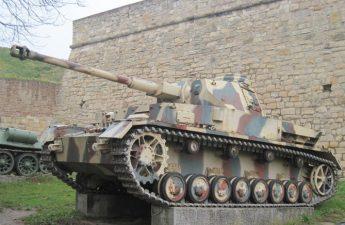 Koleksi Alat Militer Terlengkap di Museum Militer Serbia
